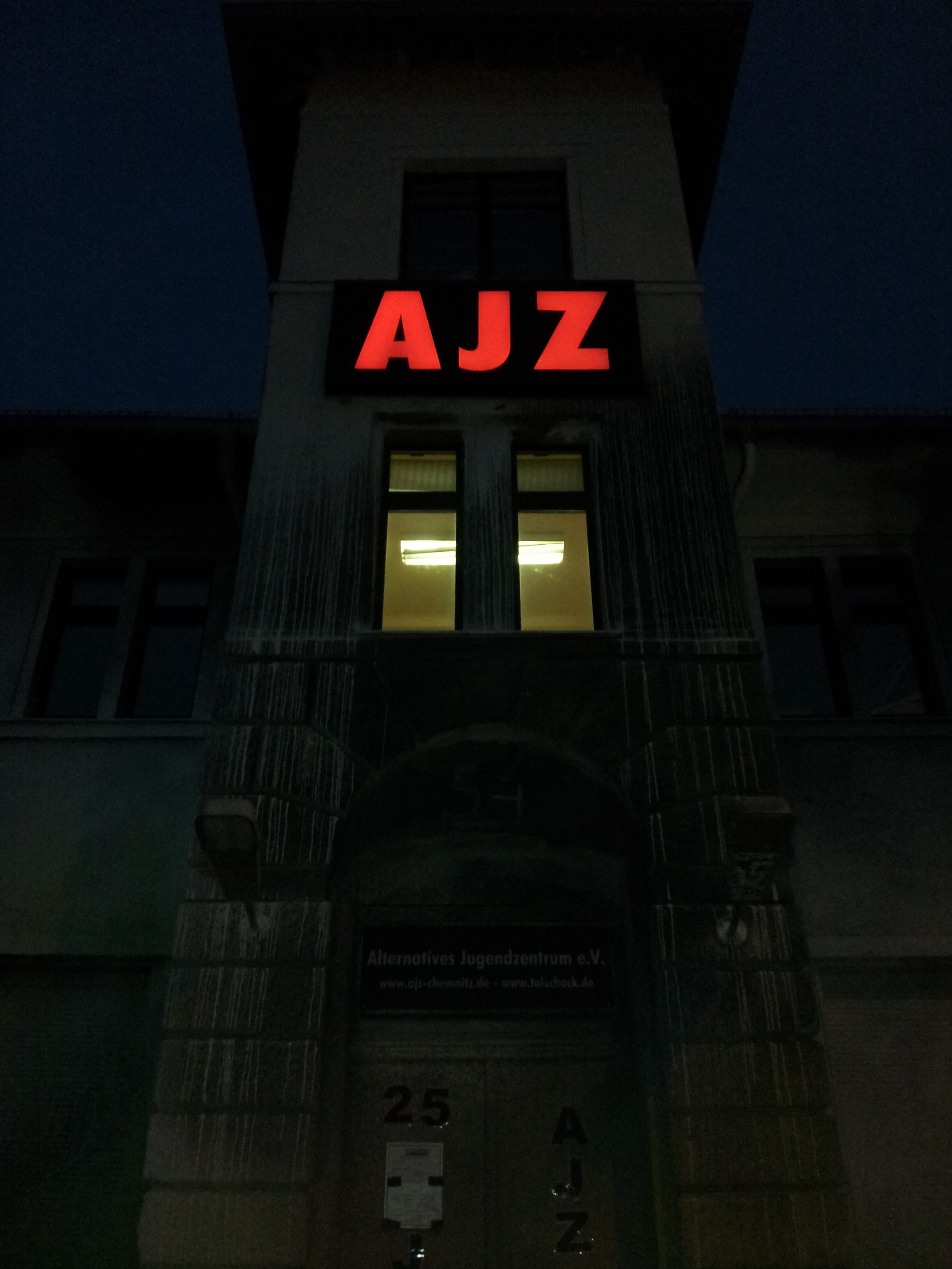 Eingang zum AJZ