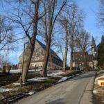 Blick auf das Gemeindehaus und die Kirche In Röhrsdorf